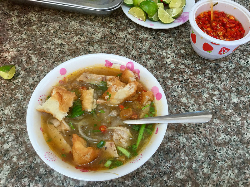 Vietnam Food: Banh Canh (Big Noodles).jpg
