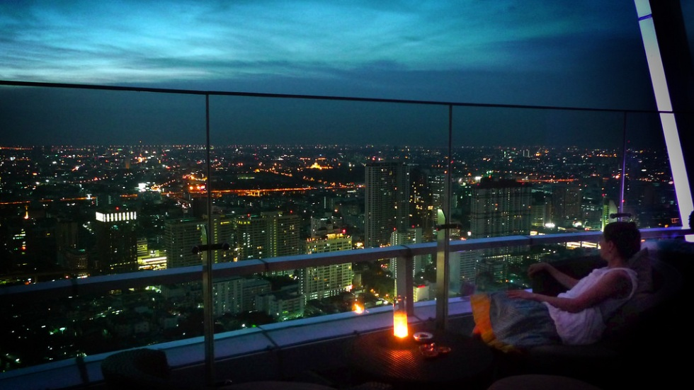 Red Sky Rooftop Bar at Centara Grand Hotel (image via Pietro Motta)