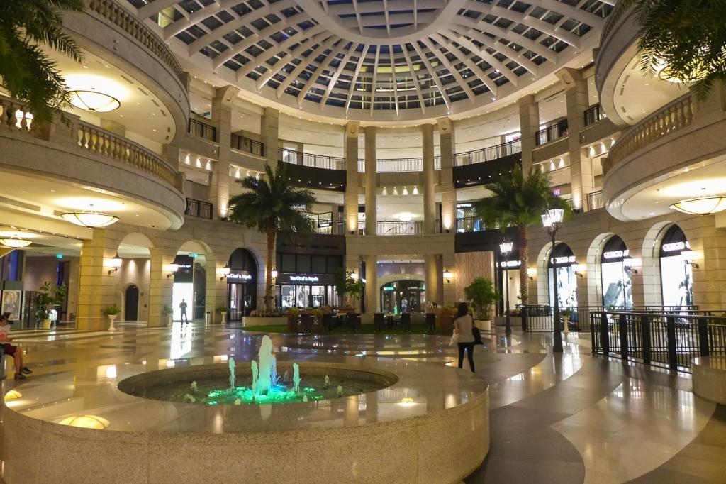 Shopping in Taiwan: Bellavita Mall