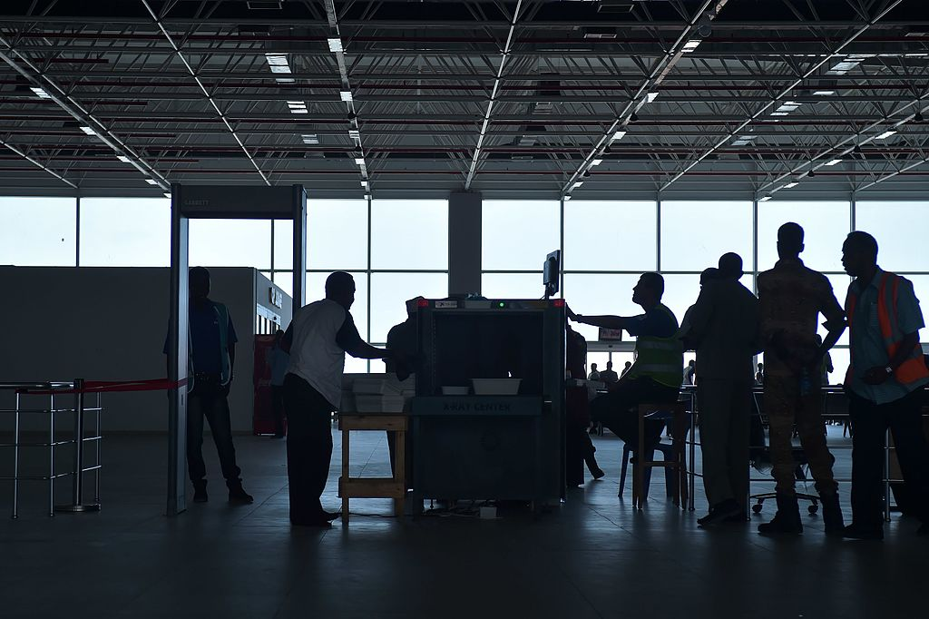 Holiday Travel Tips: Airport Security Scan